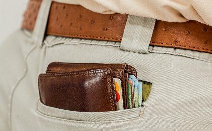 portefeuille dans une poche